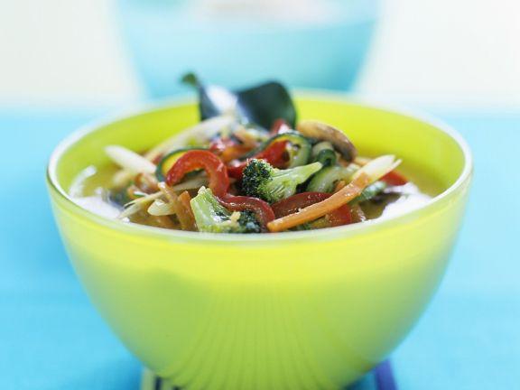 Gemüsesuppe mit Curry und Kokos