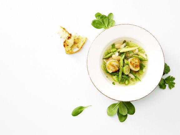Gemüsesuppe mit Jakobsmuscheln
