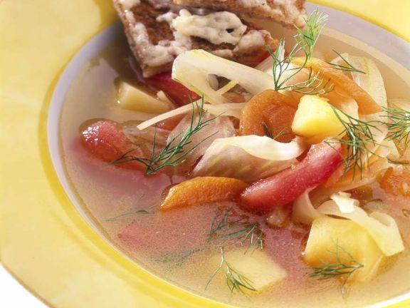 Gemüsesuppe mit Käsetoast