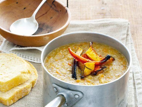 Gemüsesuppe mit Kürbis und Kartoffeln