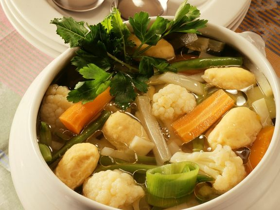 Gemüsesuppe mit Markklößchen