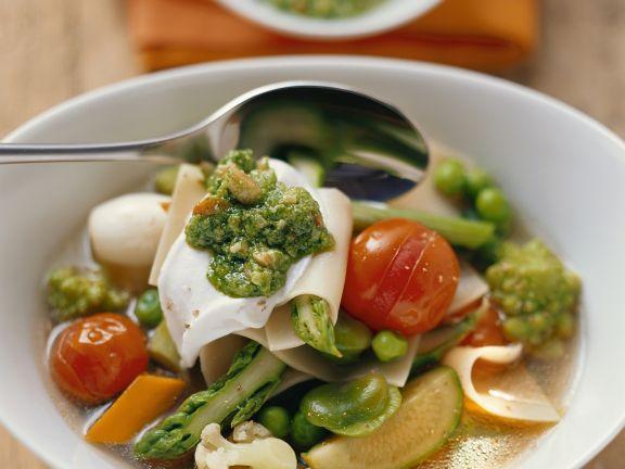 Gemüsesuppe mit Pesto