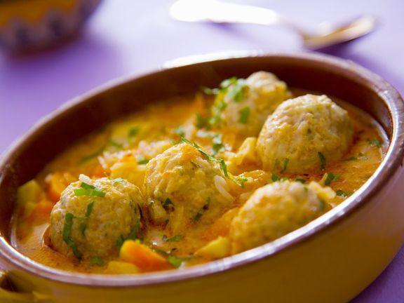 Gemüsesuppe mit Reis-Hackfleischbällchen