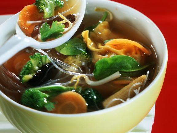 Gemüsesuppe mit Wan Tans