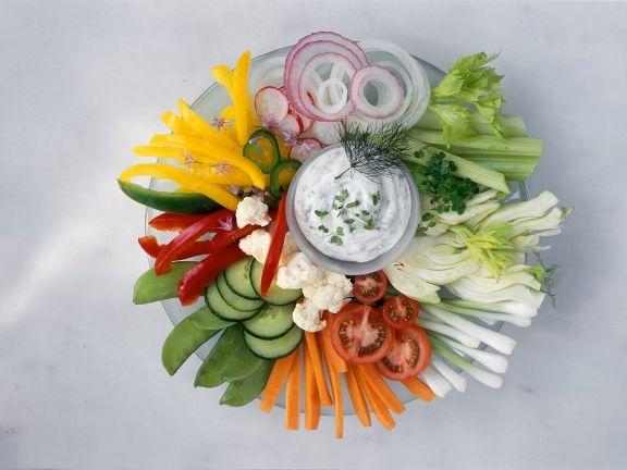 Gemüseteller mit Quarkdip