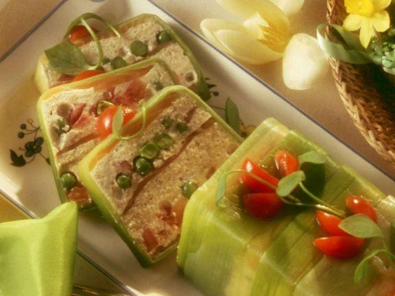 Gemüseterrine mit Räucherlachs