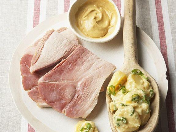 Gepökelte Schweineschulter mit Kartoffelsalat