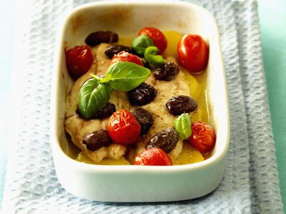 Geschmorte Goldbrasse mit Oliven und Tomaten