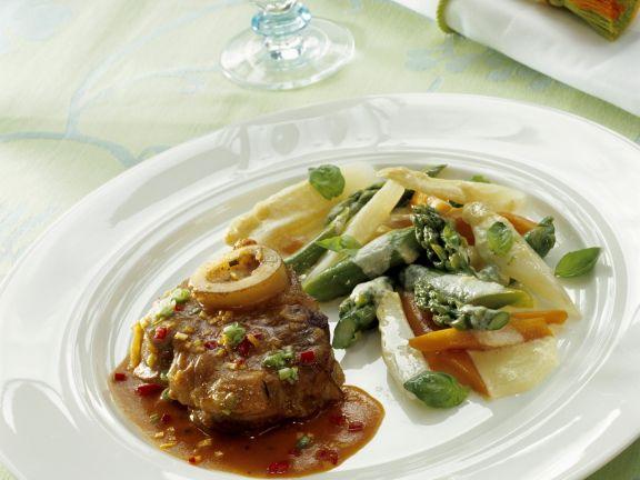 Geschmorte Kalbshaxe mit Mascarpone-Gemüse