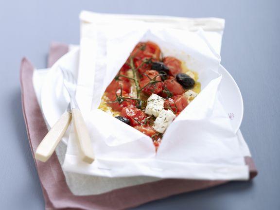 Geschmorte Tomaten mit Feta und Oliven