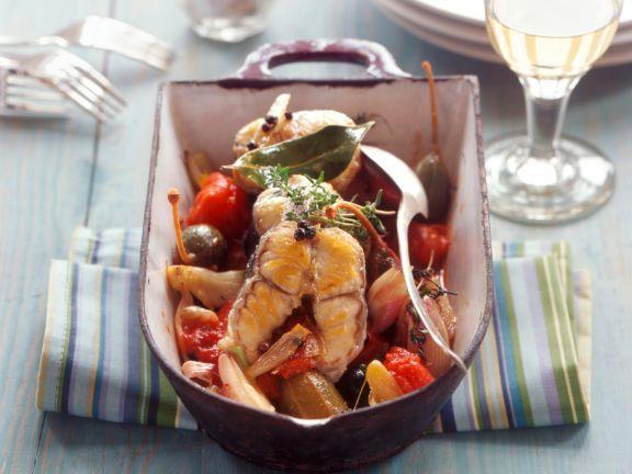 Geschmorter Aal mit Tomaten und Kapernäpfeln