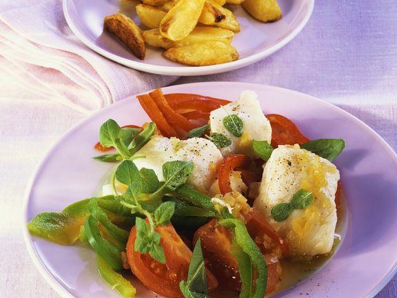 Geschmorter Fisch mit Tomaten