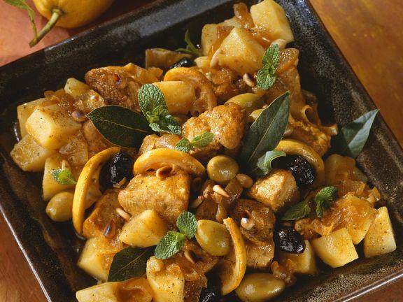 Geschmortes Hähnchen mit Kartoffeln und Oliven
