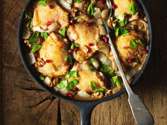 Geschmortes Hähnchen mit Nüssen