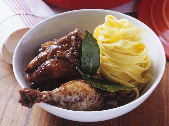 Geschmortes Huhn in Rotwein