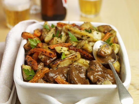 Geschmortes Rindfleisch mit Wurzelgemüse
