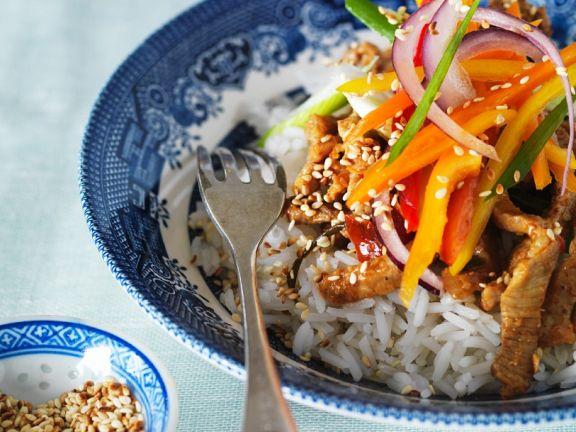 Geschnetzeltes vom Schwein mit Gemüse und Reis (Thailand)