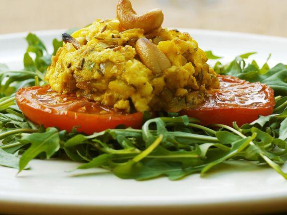 Gewürzter indischer Käse mit Tomaten und Rucola
