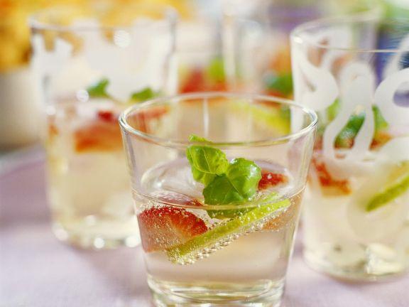 Gin-Cocktail mit Früchten