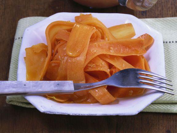 Glasierte Knoblauchkarotten mit Apfel-Chili-Soße