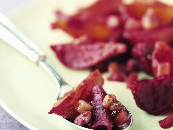 Glasierte Rote Bete mit Ingwer und Nüssen