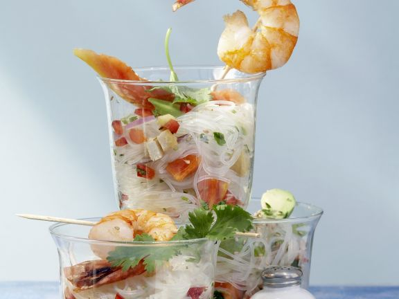 Glasnudel-Papaya-Salat mit Avocado, Tofu und Garnelen