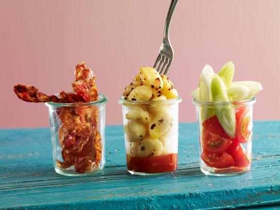 Gnocchi, Bacon und Fenchel-Tomatensalat in Gläsern