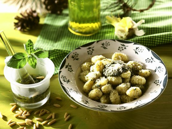 Gnocchi mit Basilikumpesto
