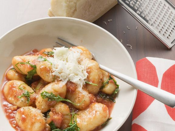 Gnocchi mit Tomatensauce und Parmesan