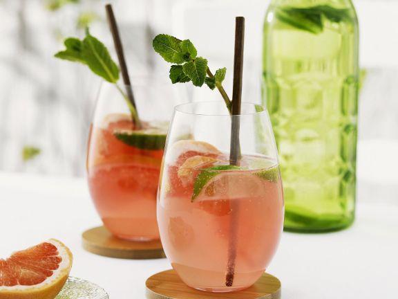 Grapefruit-Drink mit Limette