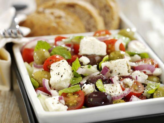 Griechischer Salat mit Schafkäse