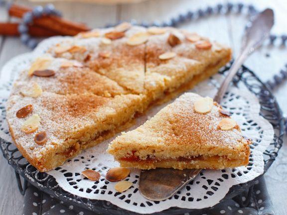 Grießkuchen mit Marmelade und Mandeln