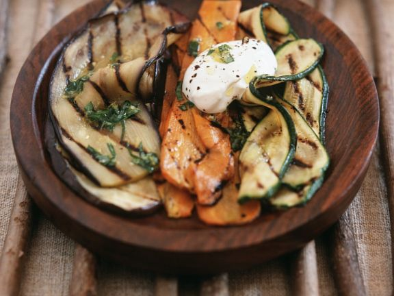 Grill-Gemüse mit Kräutern und Crème fraiche