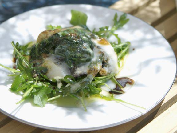Große Champignons mit Spinat und Taleggio überbacken