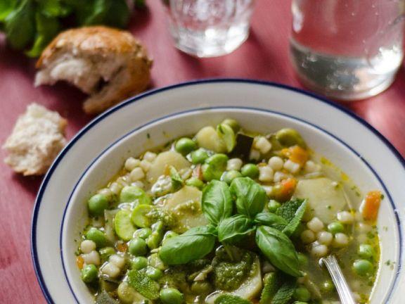Grüne Minestrone mit Saubohnen