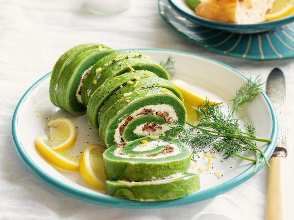 Grüne Omelett-Rolle mit Käse