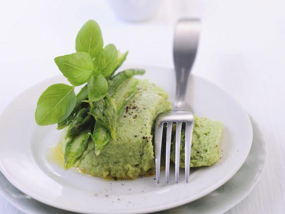 Grüne Spargelterrine mit Basilikum