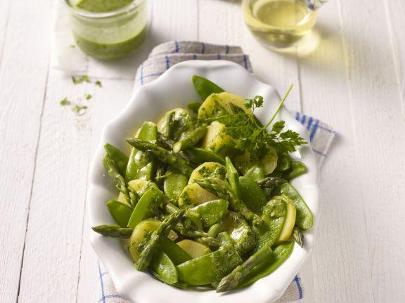 Grüner Kartoffelsalat mit Zuckerschoten und Spargel
