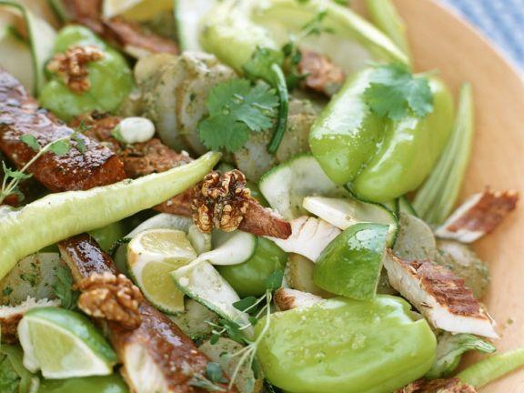Grüner Salat mit Räucherfisch