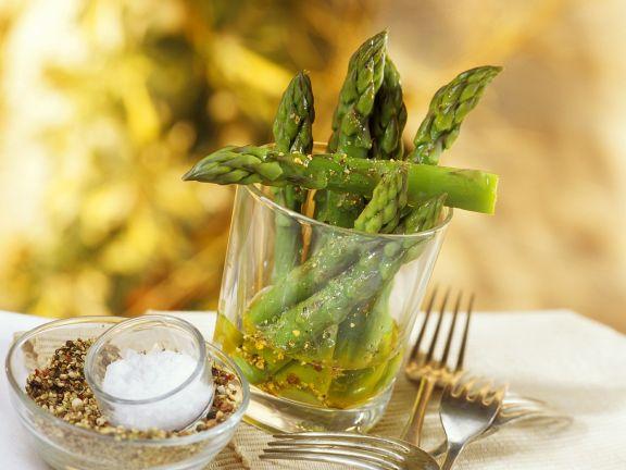 Grüner Spargel mit Olivenöl