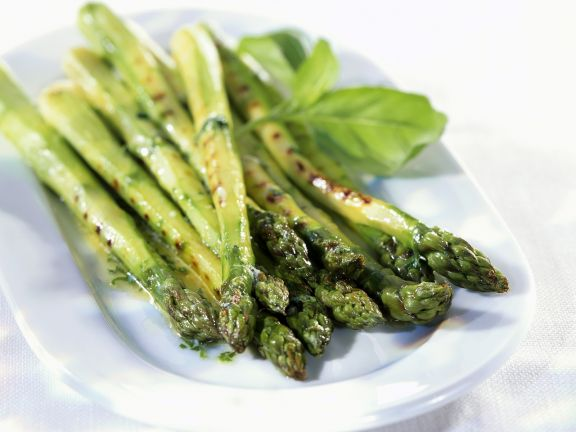 Grüner Spargel vom Grill