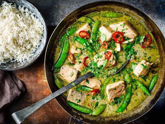 Grünes Fisch-Curry mit Reis