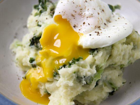 Grünkohl-Kartoffelpüree mit pochiertem Ei