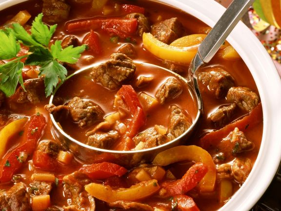 Gulasch mit Paprika Rezept | EAT SMARTER