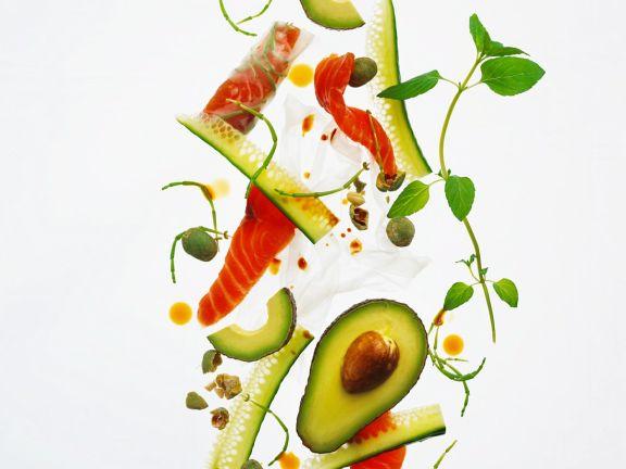 Gurken-Avocadosalat mit Lachs