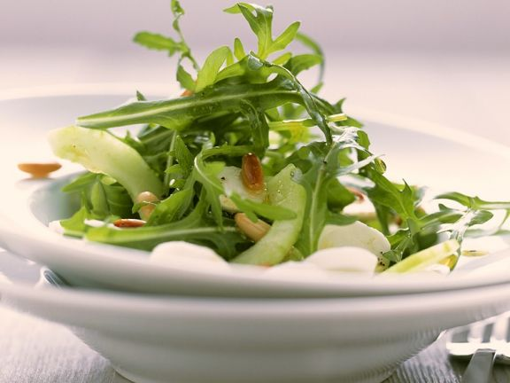 Gurken-Rucolasalat mit Mozzarella