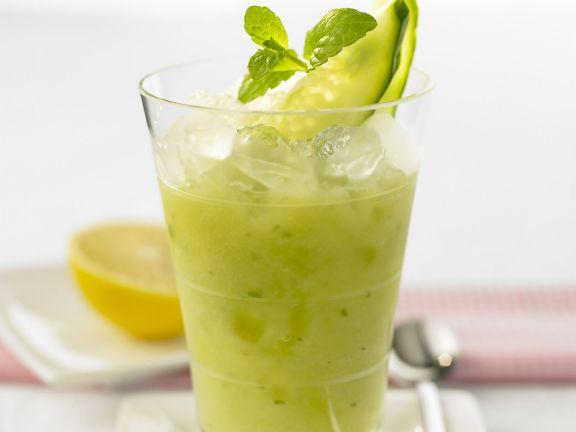 Gurken-Smoothie mit Zitronensorbet