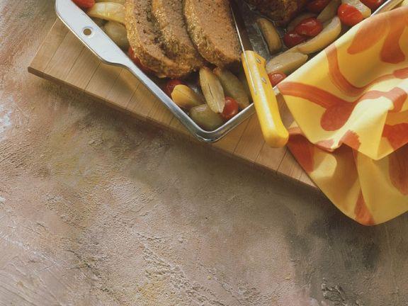 Hackbraten mit Kartoffeln und Tomaten