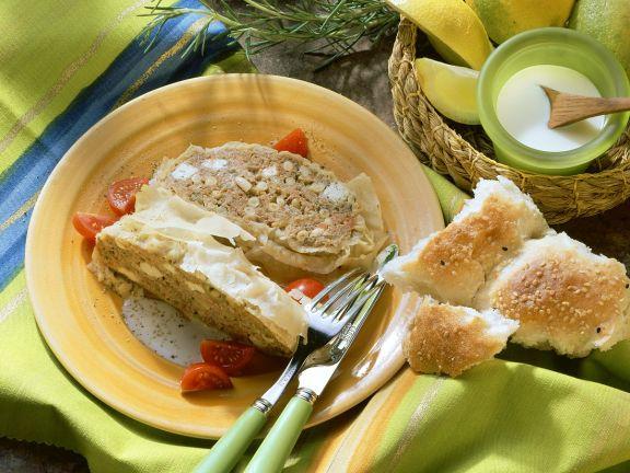 Hackfleisch-Feta-Braten im Filomantel mit Zitronensauce