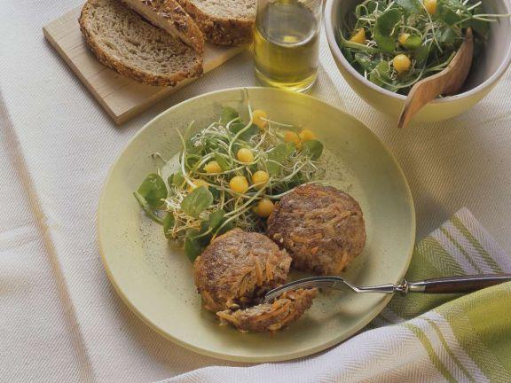 Hackfleisch-Möhrenfrikadellen mit Salat